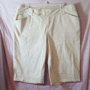 Sz 20 Khaki Tan Beige Capris